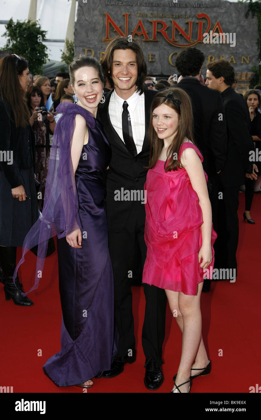 georgie henley and anna popplewell 2017