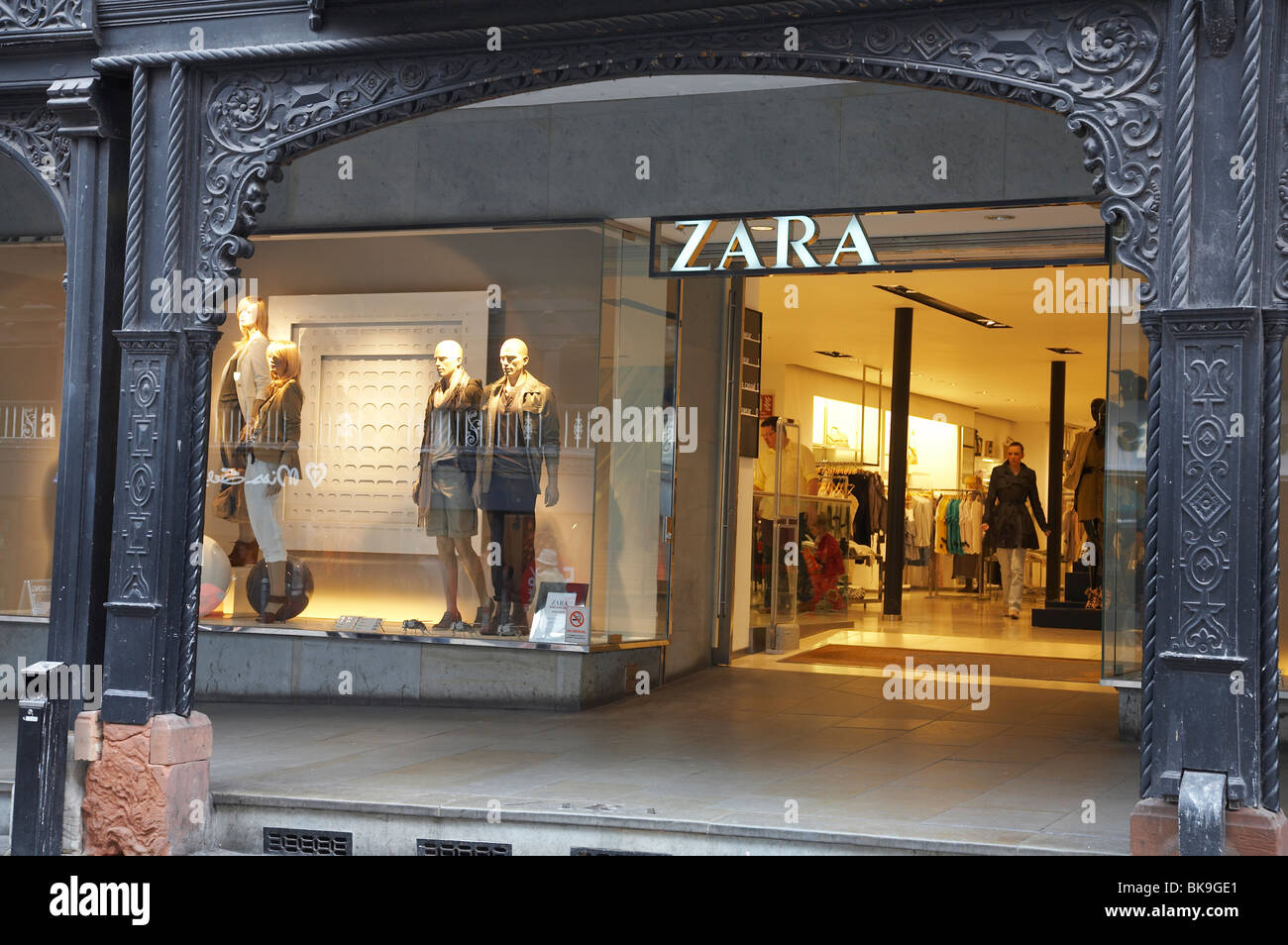 zara fashion shop in chester uk stock photo royalty free image 29099337 alamy. Black Bedroom Furniture Sets. Home Design Ideas