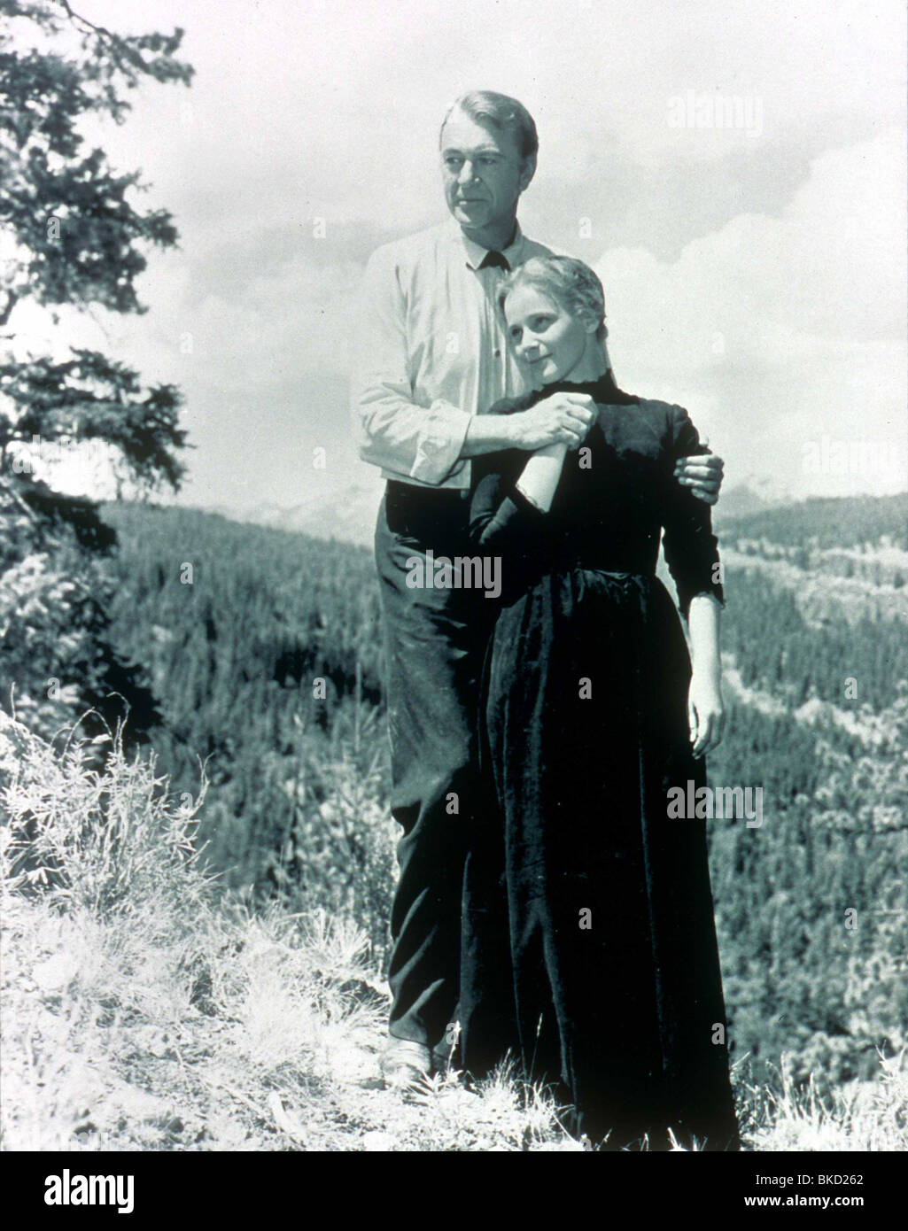 Jacques schell photographe synthesis of all pictures from www - The Hanging Tree 1959 Gary Cooper Maria Schell Hgtr 002 Stock Image