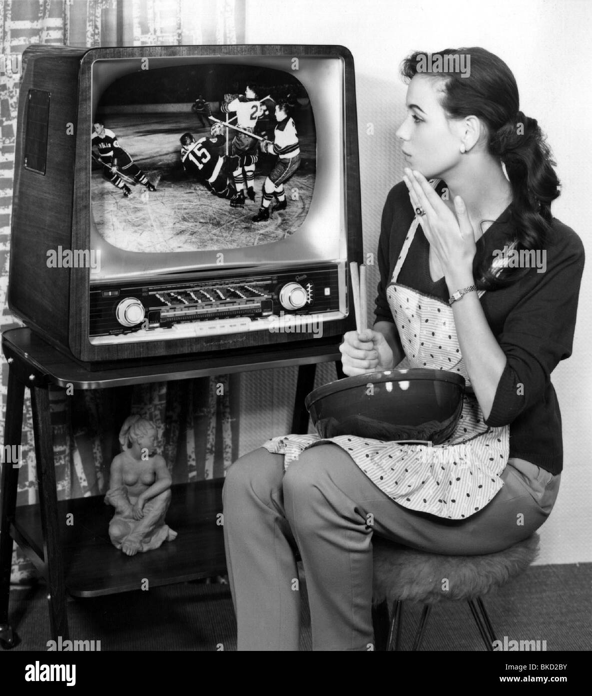 Television Set 1960s Black And White Stock Photos Images Alamy # Pose Television En Bois Pro