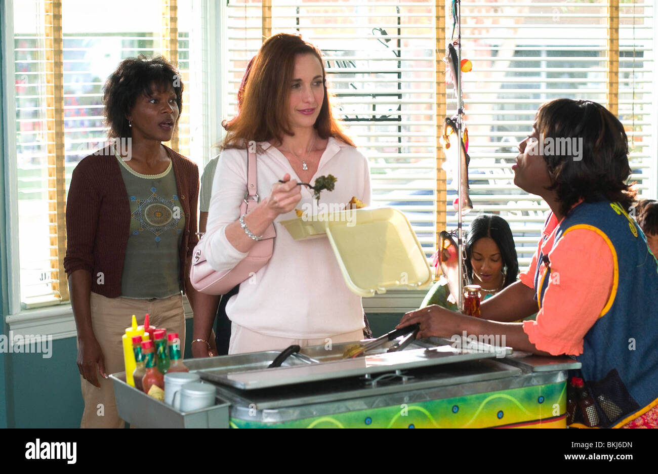 BEAUTY SHOP 2005 ANDIE MACDOWELL BESH 002 01