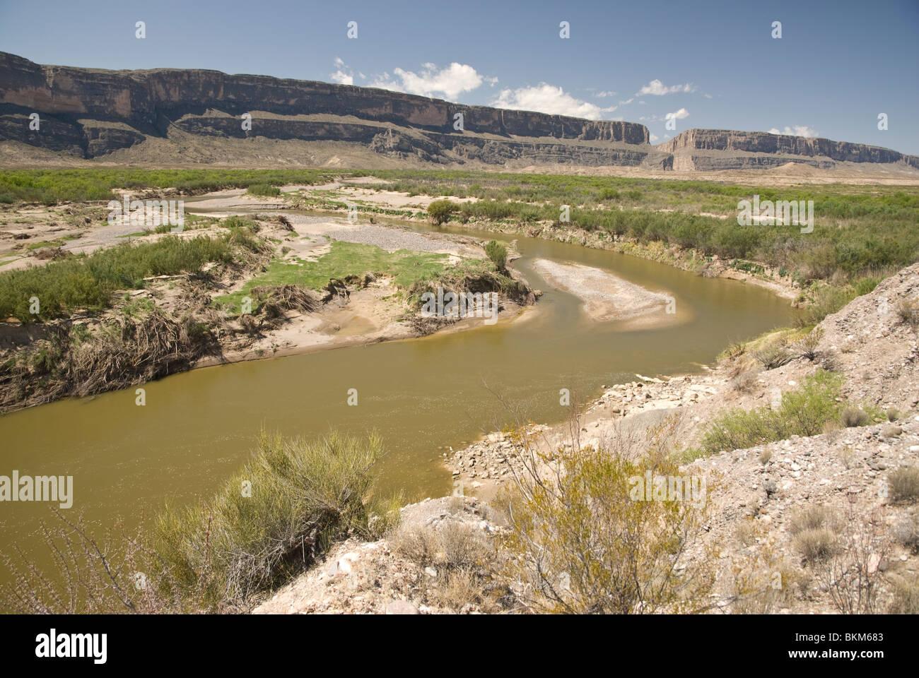 Rio Grande River Border Between USA And Mexico Mexico On The - Usa and mexico