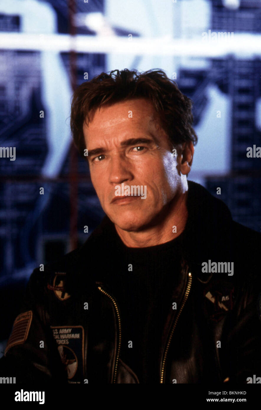 THE 6TH DAY (2000) THE SIXTH DAY (ALT) ARNOLD SCHWARZENEGGER 6THD 035