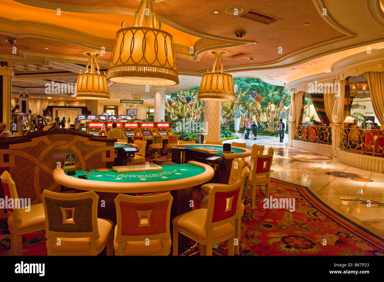 how to make money in vegas casinos