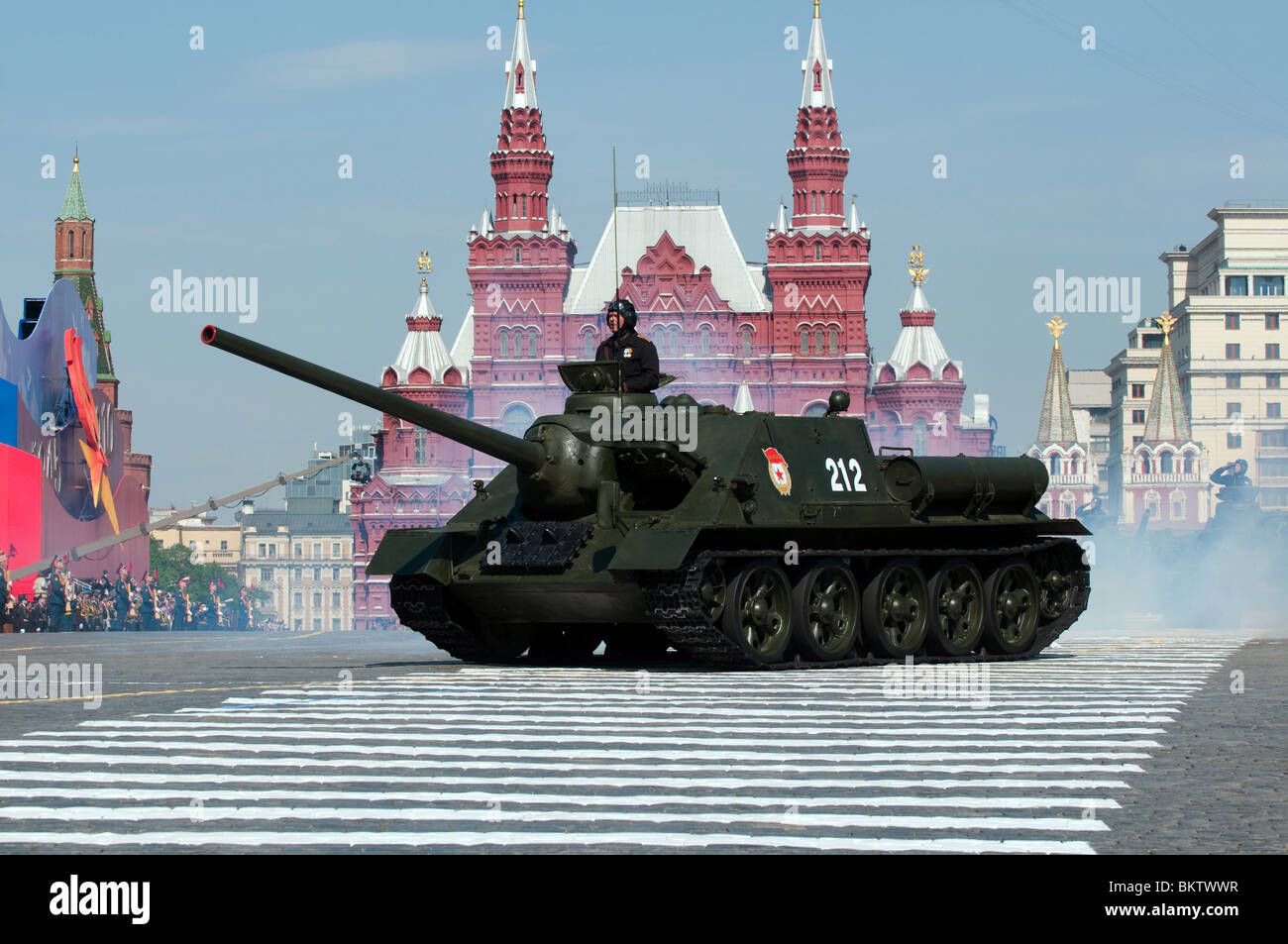 http://c8.alamy.com/comp/BKTWWR/legendary-soviet-tank-destroyer-su-100-from-the-second-world-war-march-BKTWWR.jpg