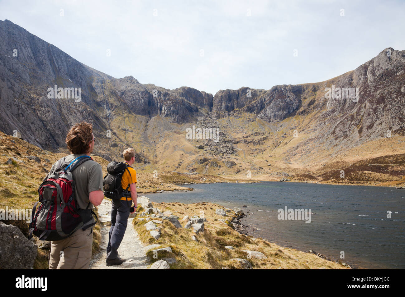Hikers By Llyn Idwal With Devil 39 S Kitchen Beyond In