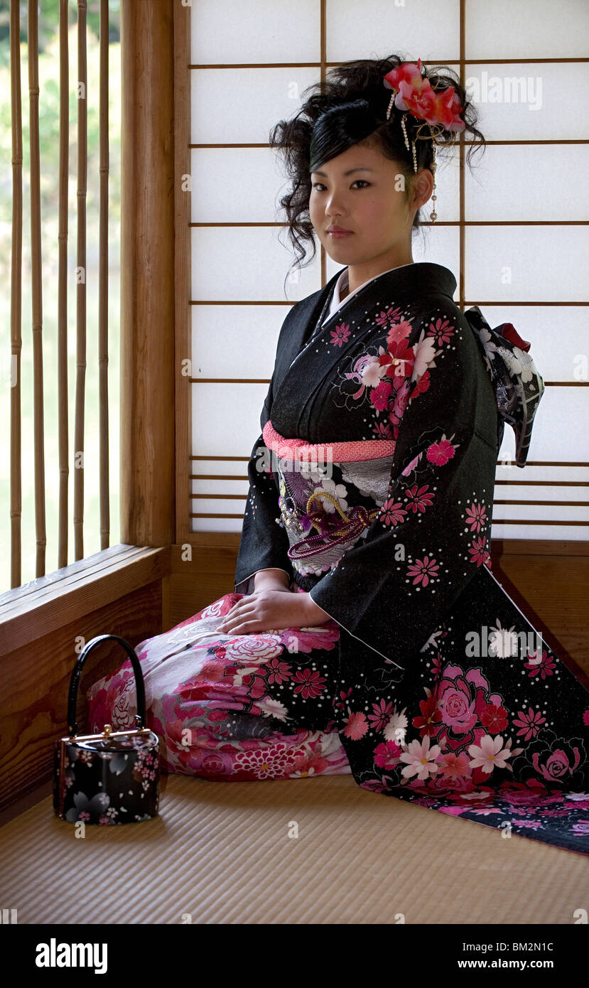japanese girl wearing kimono - photo #48