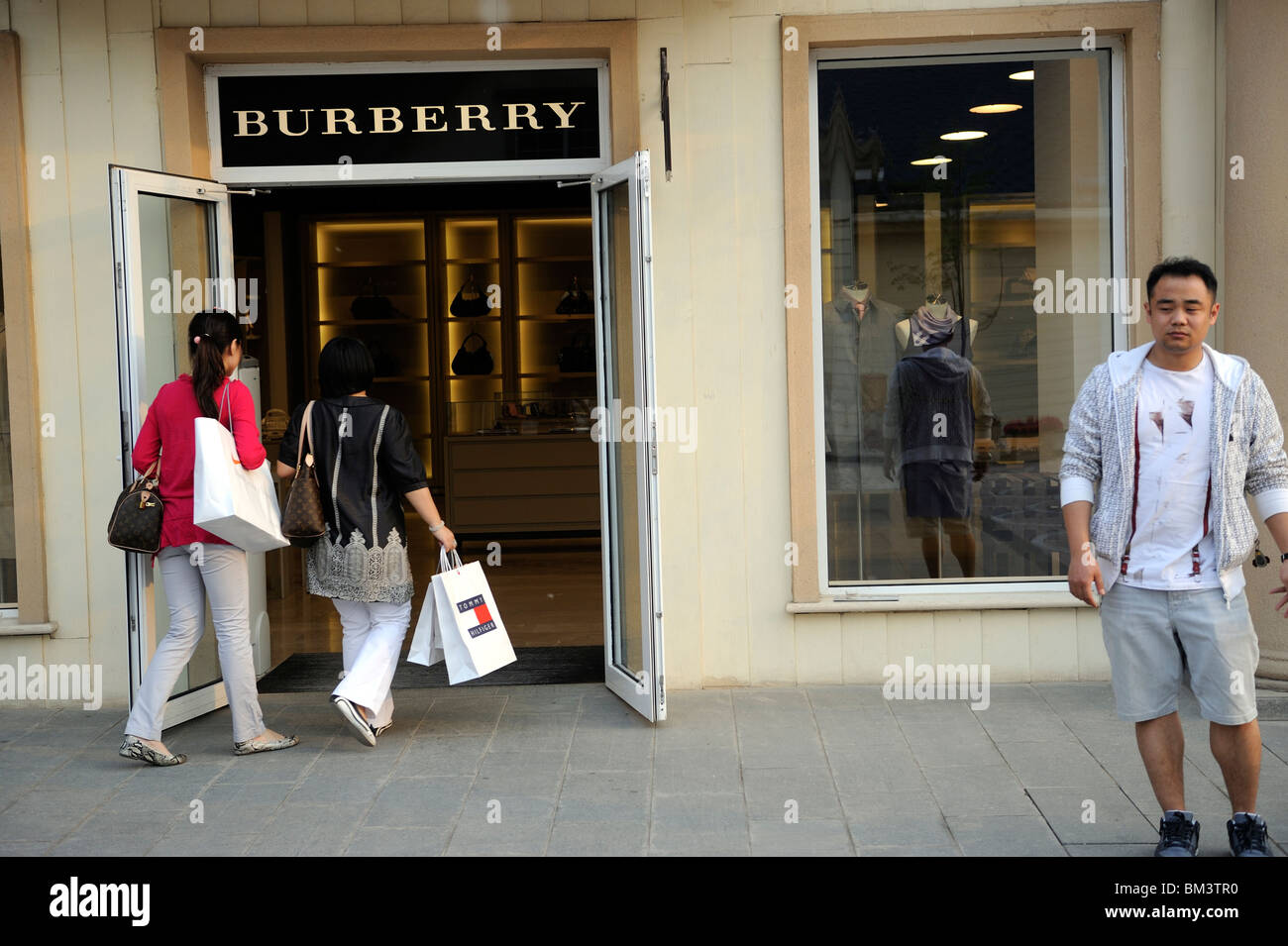 burberry outlet location 1kha  burberry outlet locations
