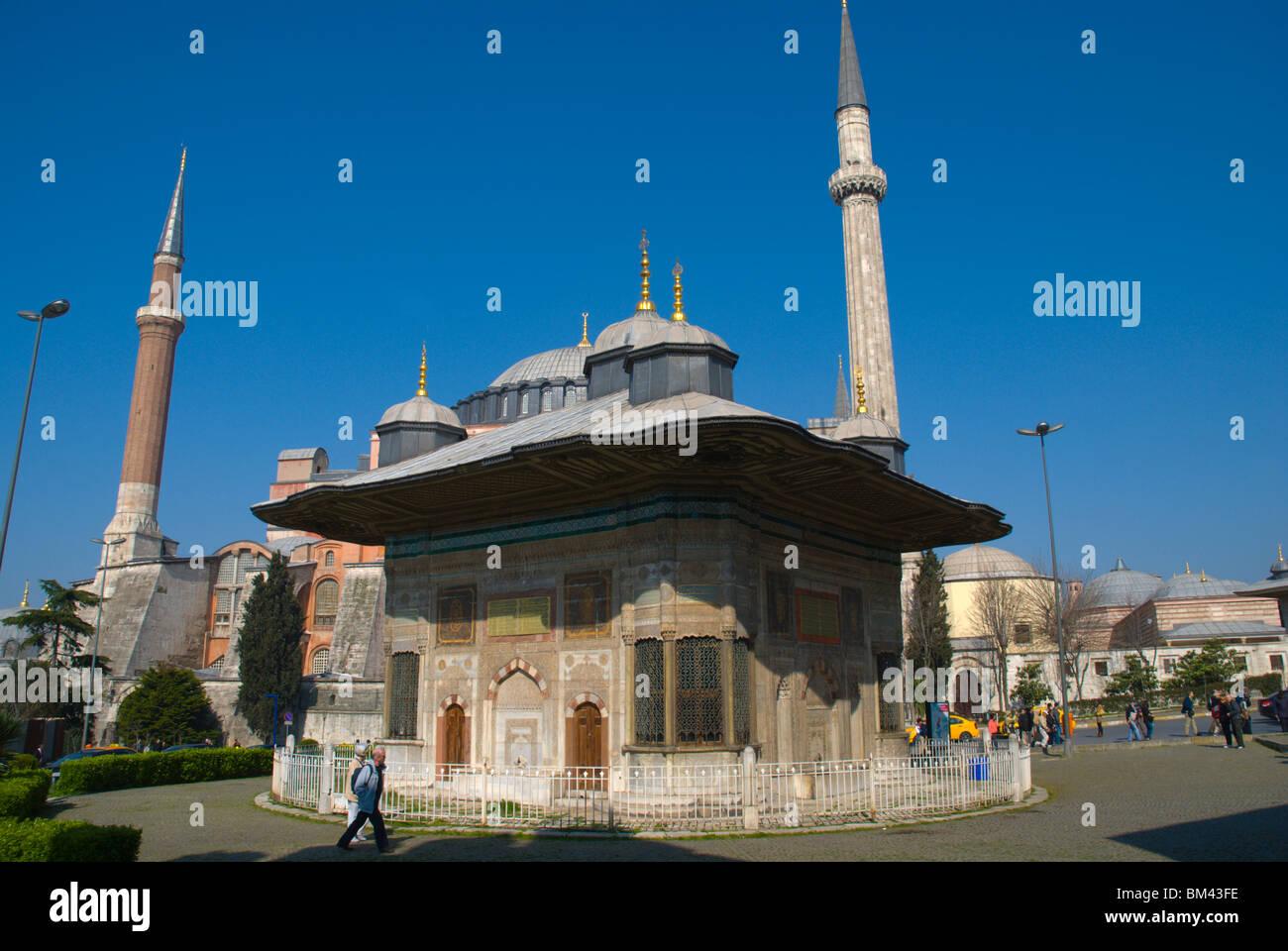 Fountain of Sultan Ahmet III (3rd) outside Hagia Sofia ...
