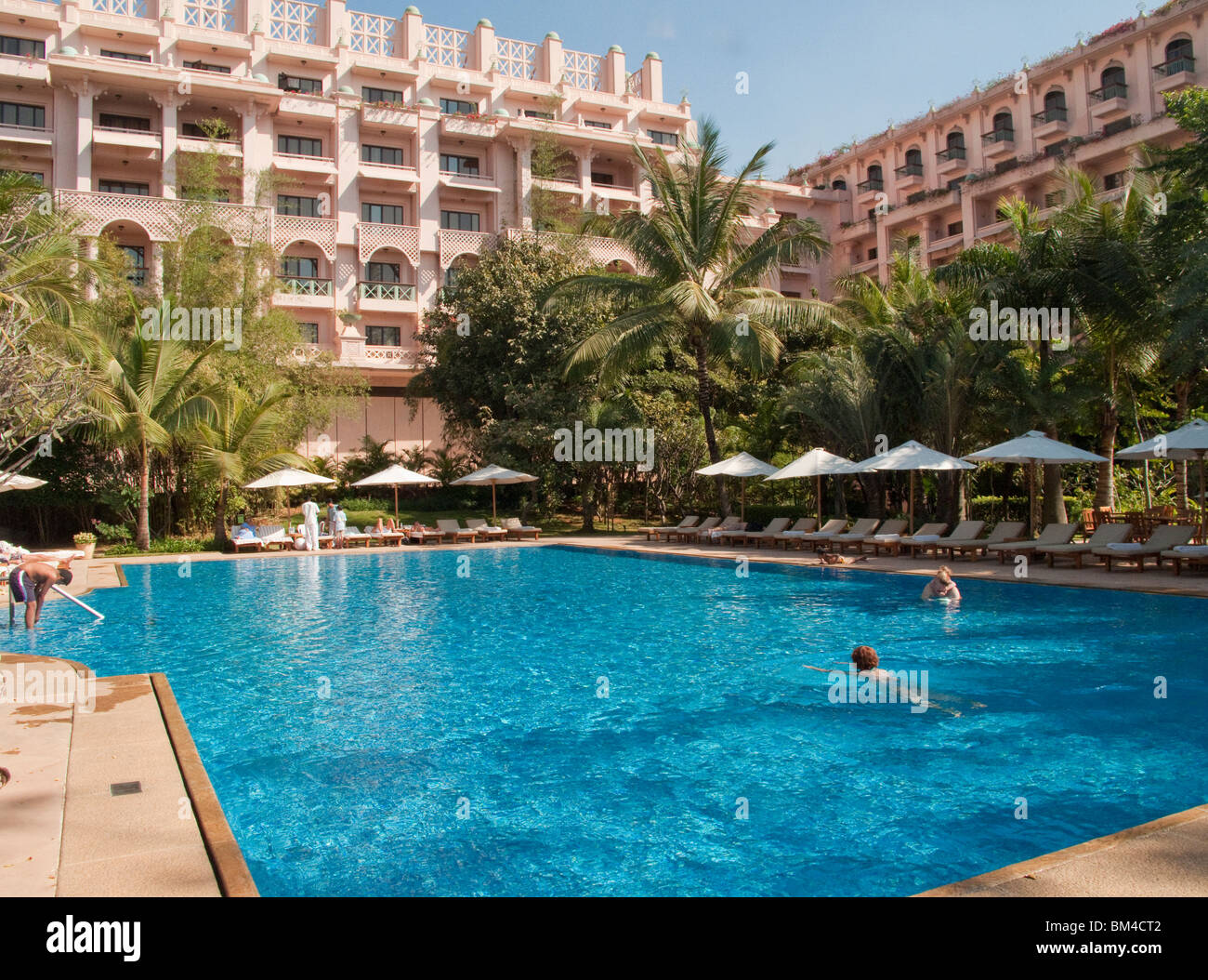 The Swimming Pool At The Leela Palace Hotel In Bangalore Stock Photo 29601378 Alamy