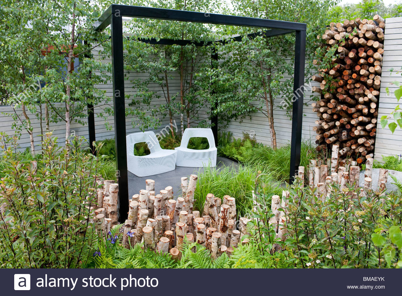 The naturally fashionable garden designed by ndg seating for Garden seating areas