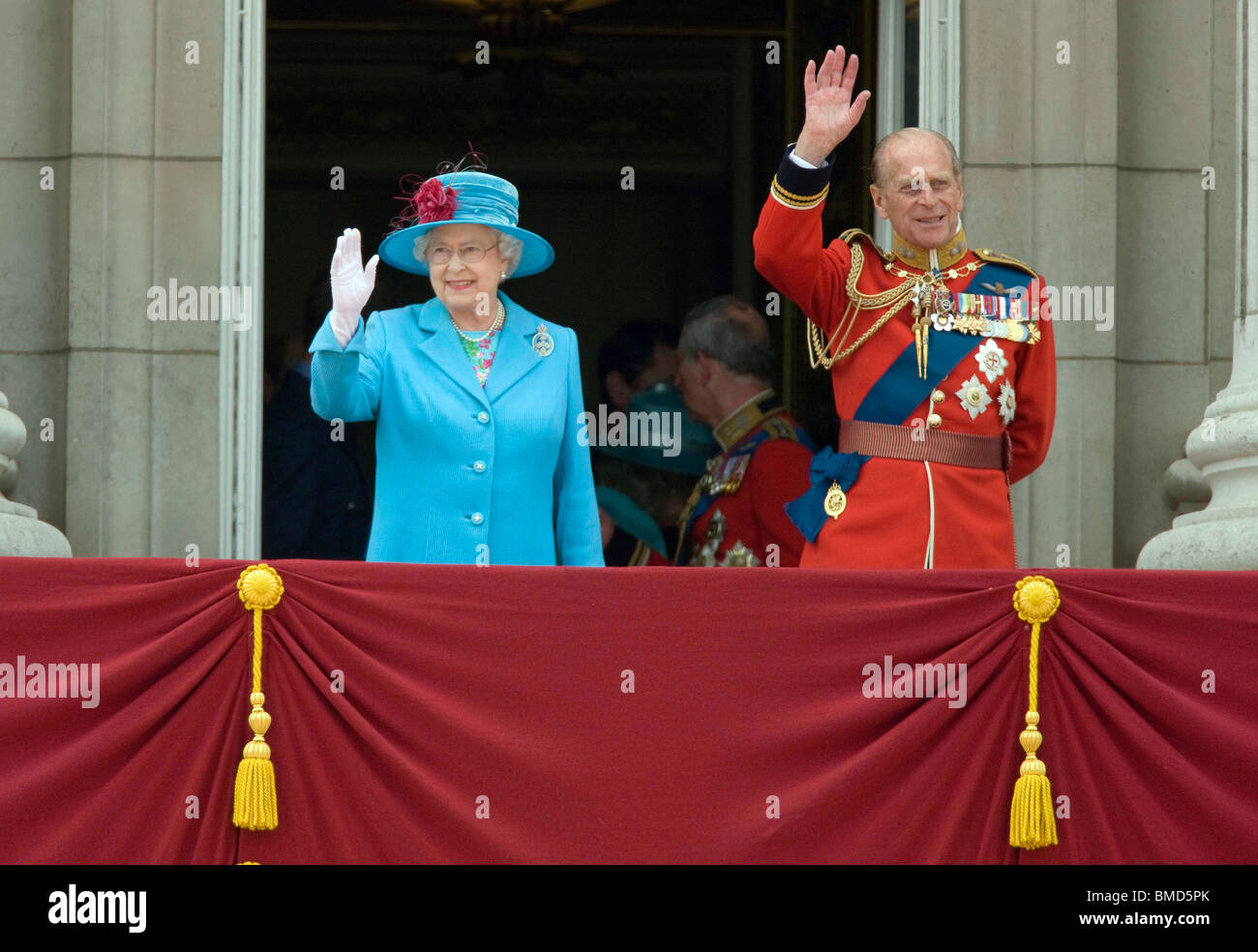 Britain 39 s queen elizabeth and prince philip wave from the for Queen on balcony