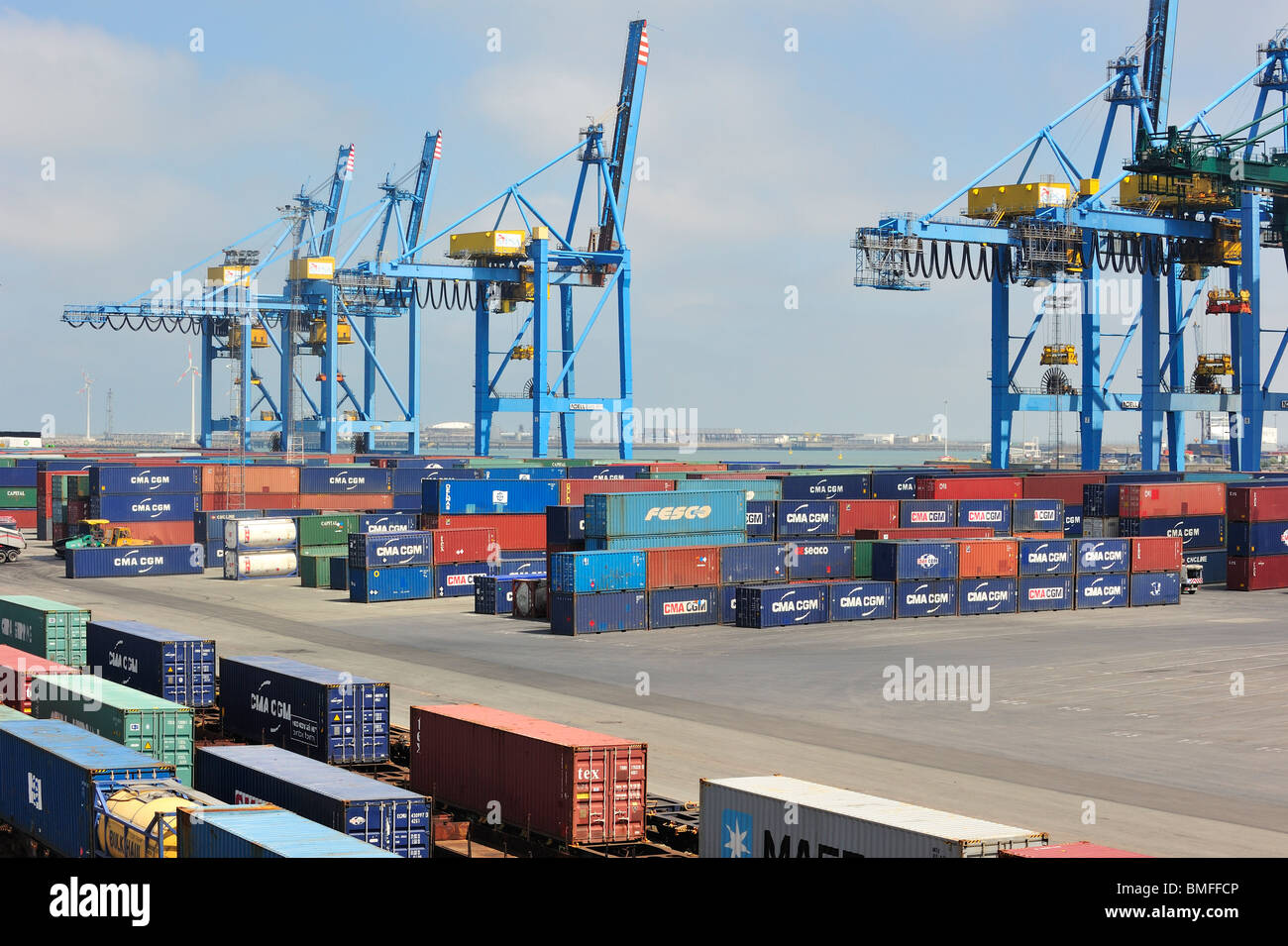 Container terminal cranes at the port of zeebrugge for Port zeebrugge