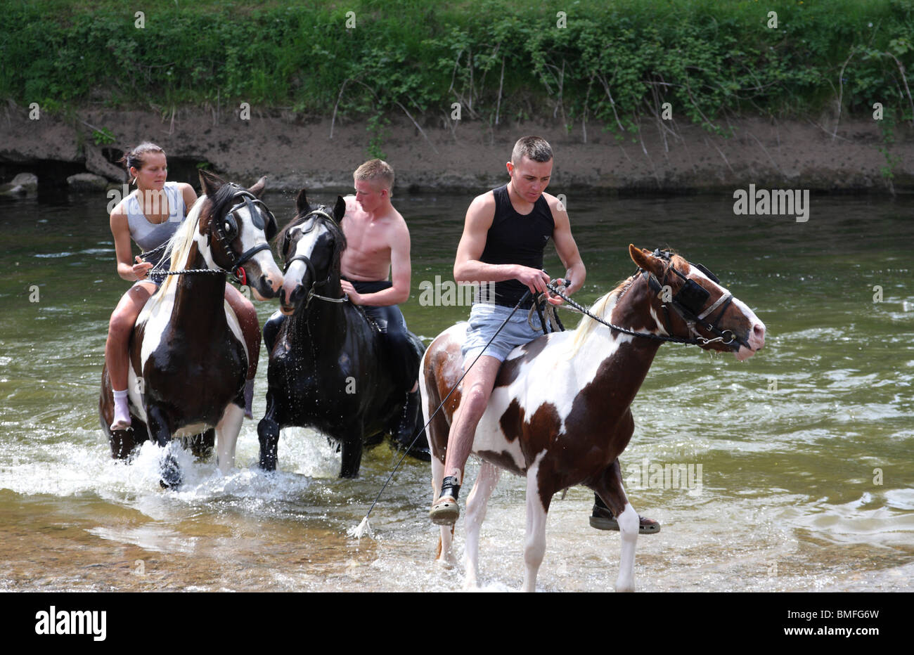 Gypsy traveller girls riding horse in River Eden. Appleby Horse ...