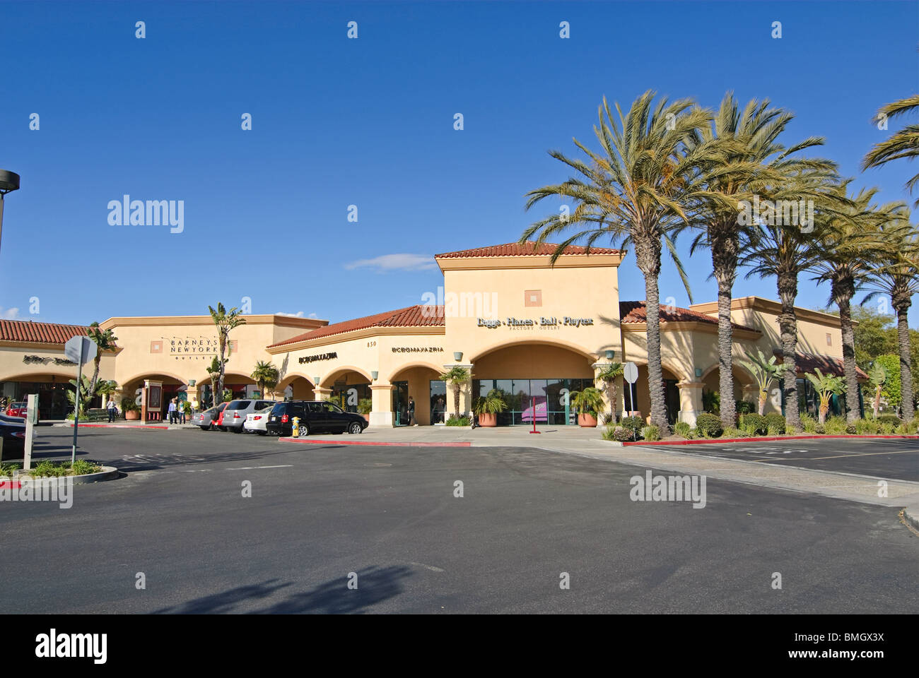 Camarillo premium outlets is a shopping center that brings together the finest brands in a unique outdoor environment