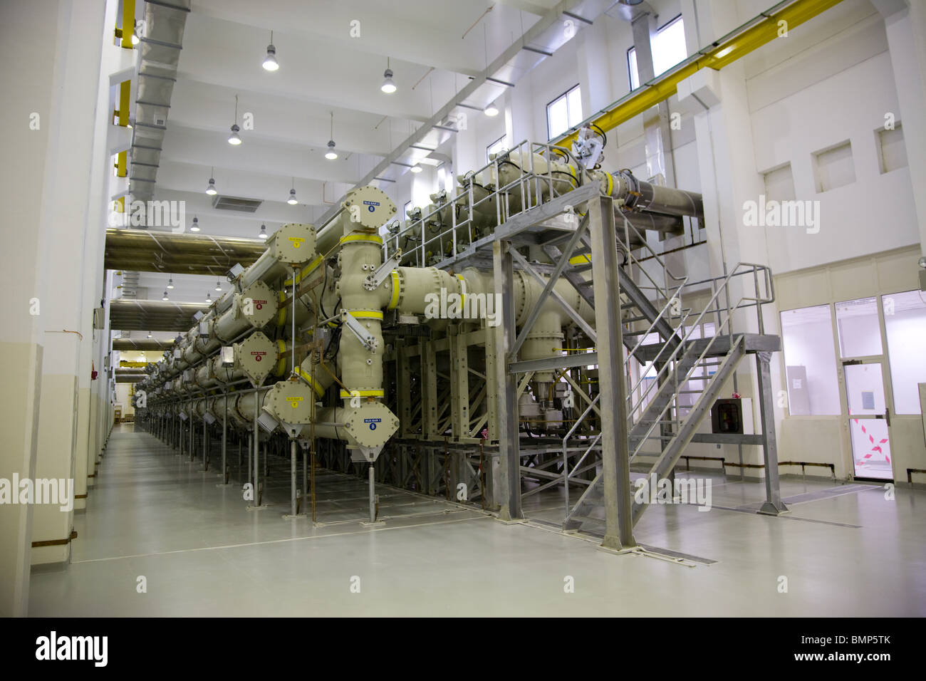 Power plant generator room generators uae interior stock for Interior room design generator
