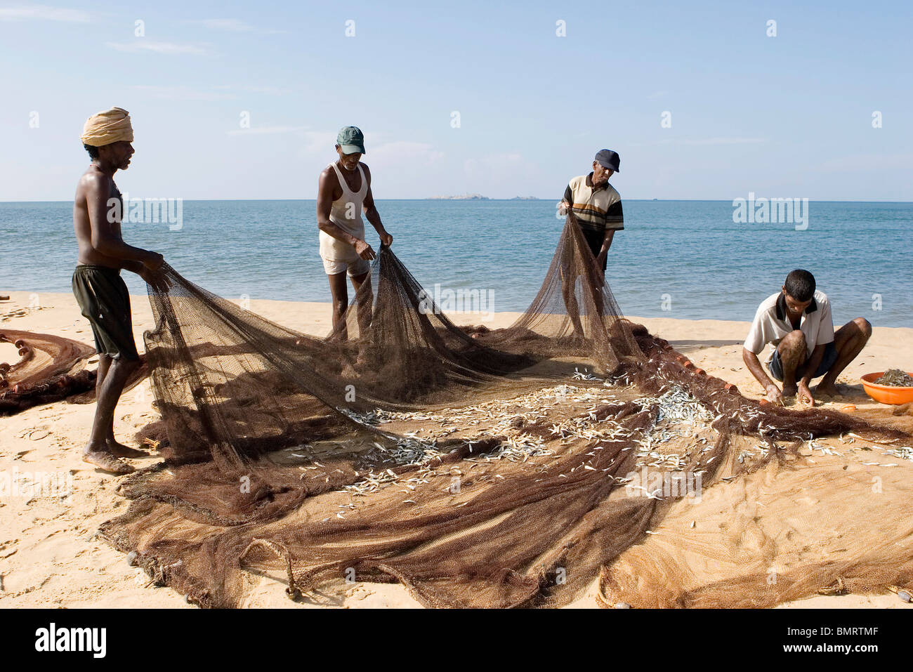 Fishermen fishing with big net in sea village bhogwe for Big fishing net