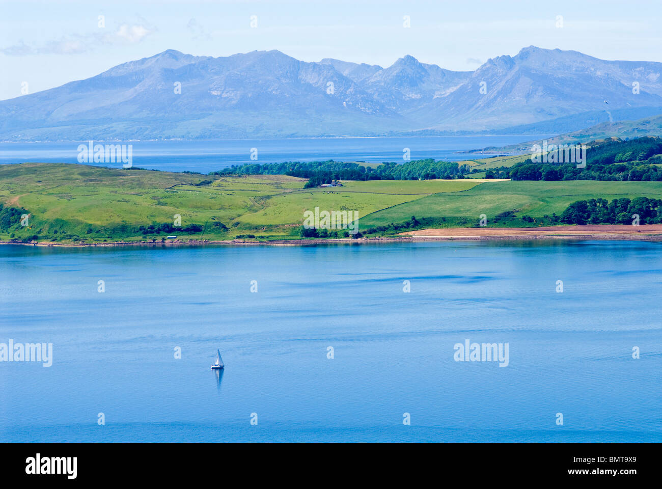 a-lone-yacht-sailing-in-the-firth-of-cly