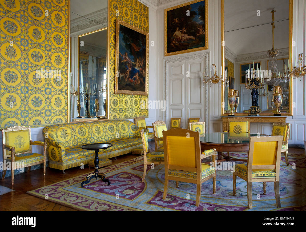 Chateau de versailles the grand trianon the salon frais for Salon de versailles
