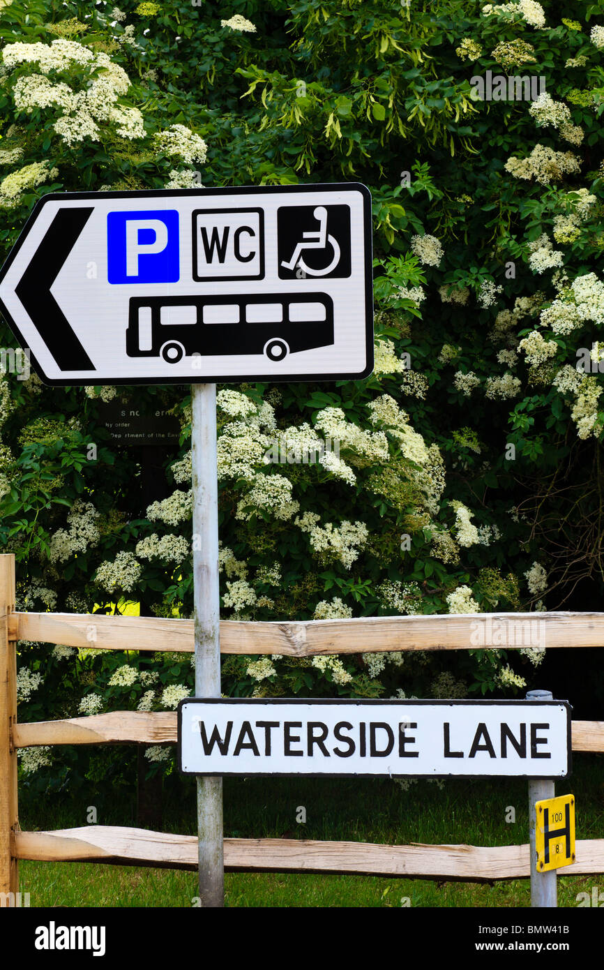 Signs In Waterside Lane Portchester Pointing To Car Bus - Car sign and name