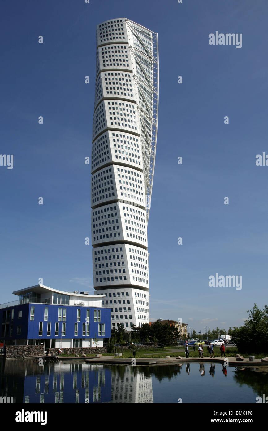 HSB Turning Torso & Plastikkirurgiska Institutet (Blue Building ...