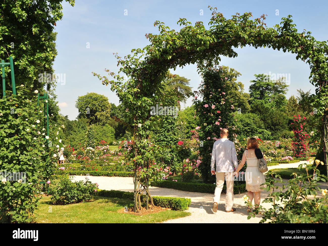 Bois de boulogne parc de bagatelle rose garden and for Bagatelle jardin paris