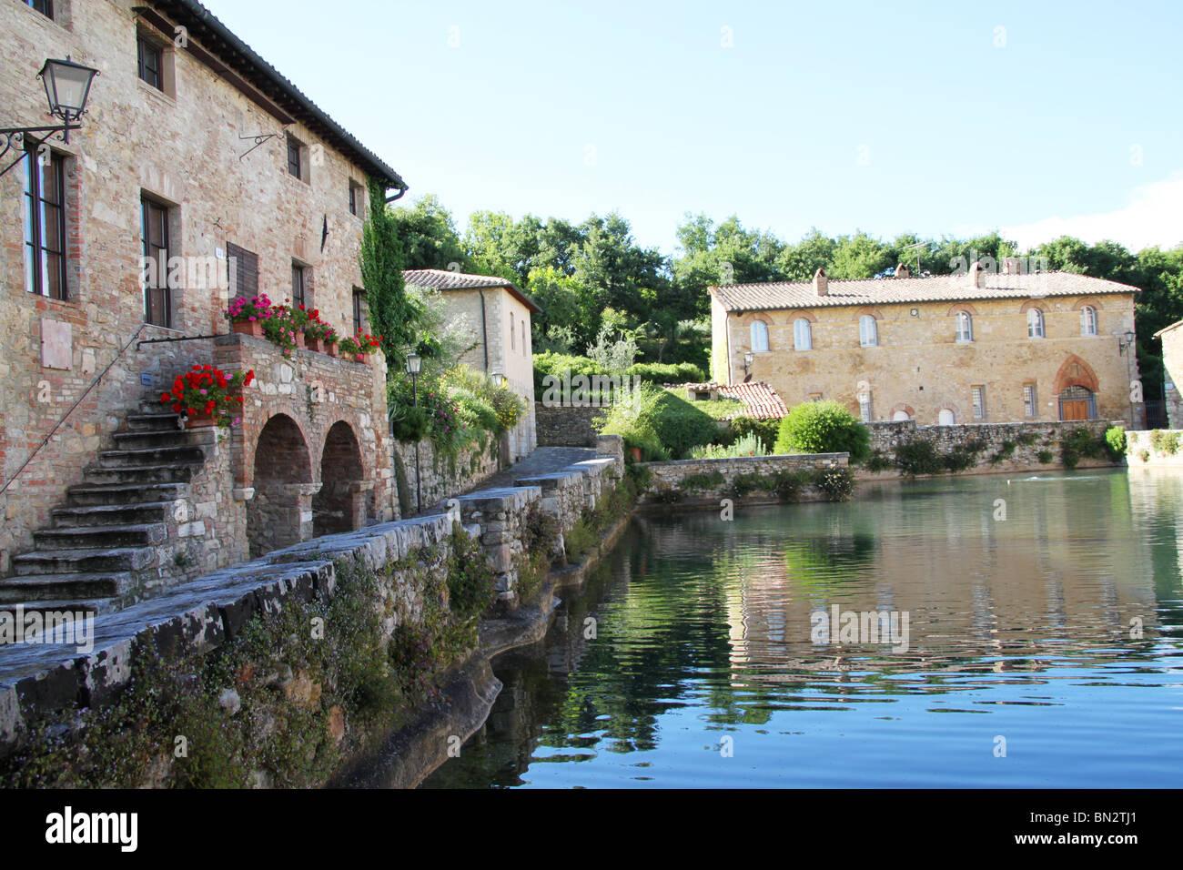 natural sulphuric spa bagno vignoni tuscany italy