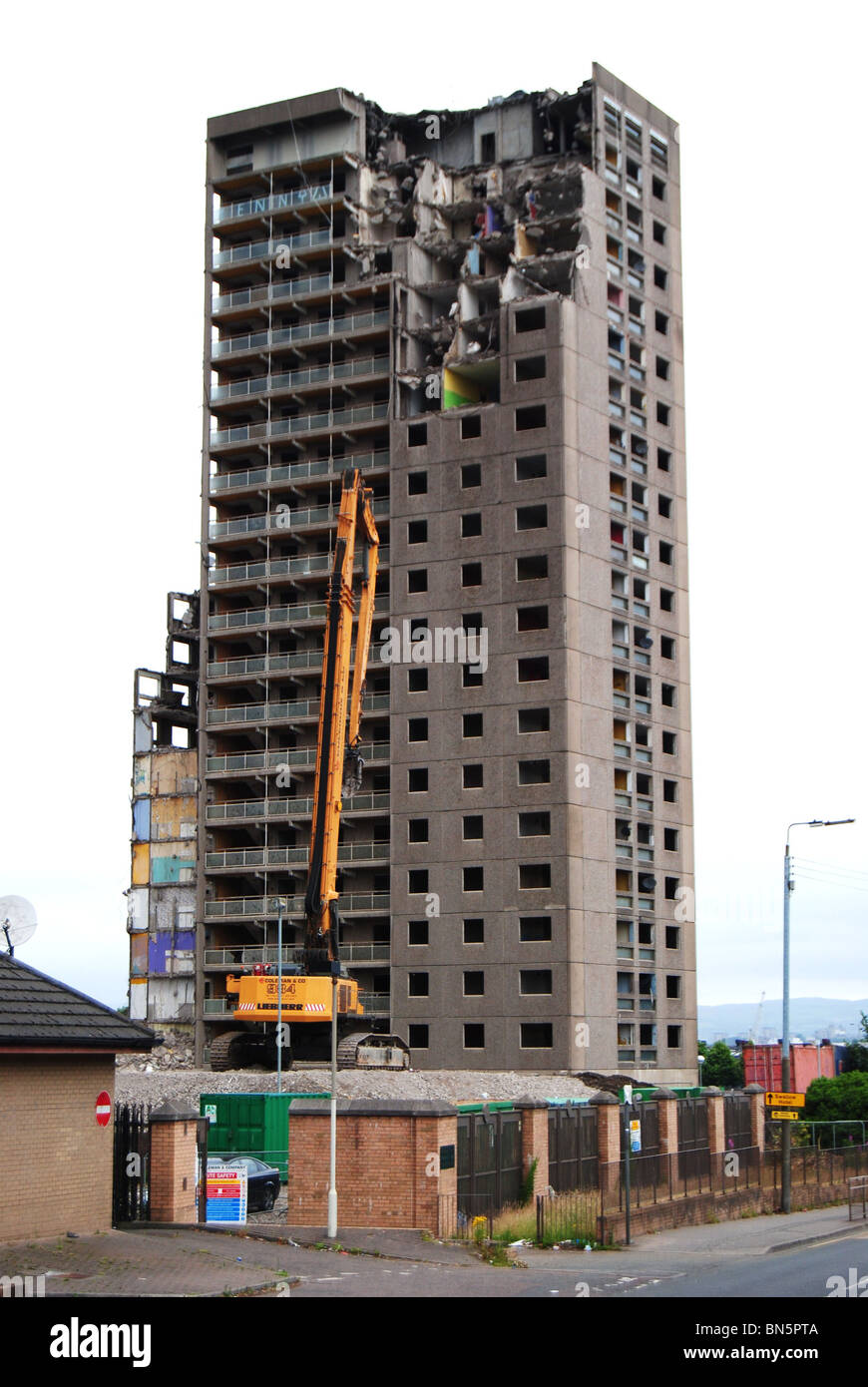 High Rise Demolition : Demolition of high rise flats broomloan court ibrox