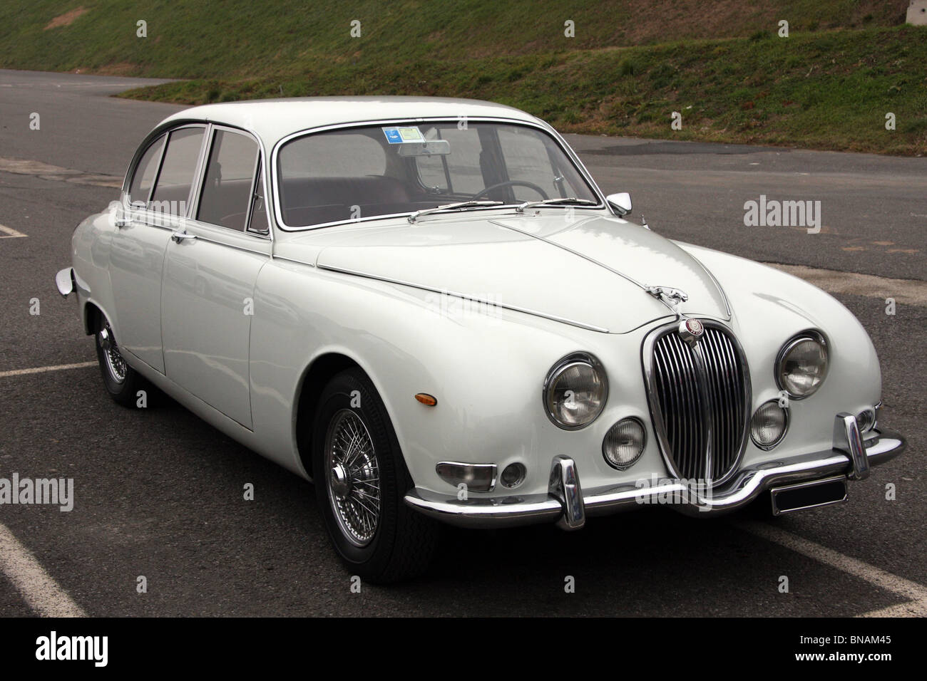 classic white jaguar mk2 saloon stock photo royalty free image 30353461 alamy. Black Bedroom Furniture Sets. Home Design Ideas