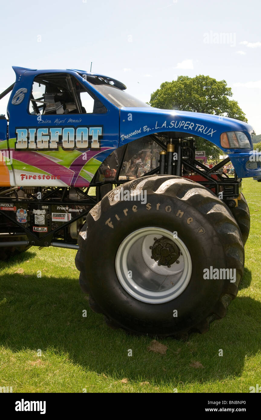 Bigfoot Monster Truck Trucks Suv Ford Pickup Pick Up Car Crushing