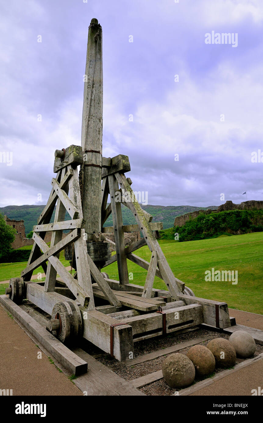 Catapult And Castle Stock Photos Images Trebuchet Diagram System Of The Device A Medieval On Display Grounds Urquhart By