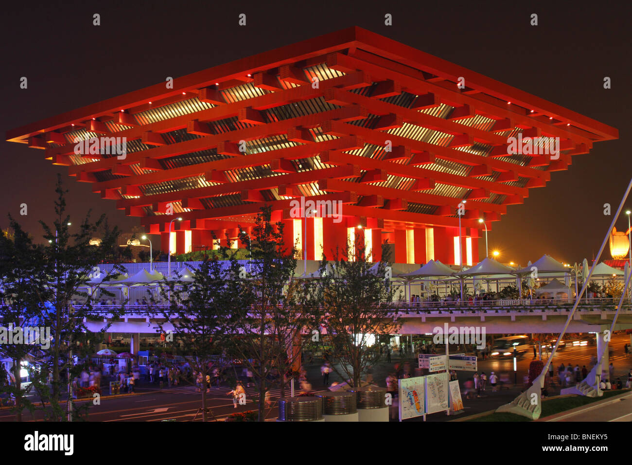 china-pavilion-at-night-2010-shanghai-wo