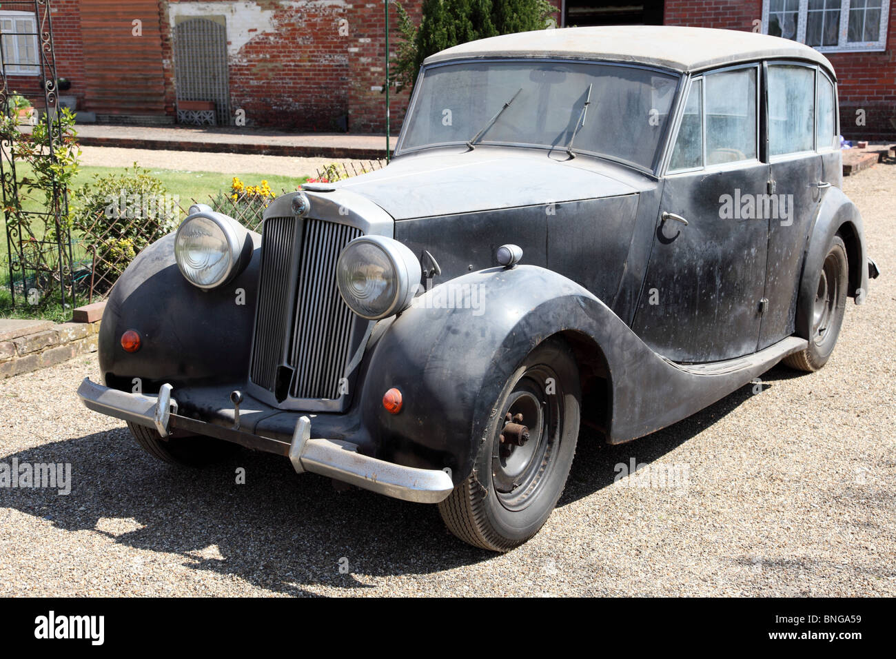Barn Find 1945 Triumph T1800 Saloon Classic Car In Need Of Restoration