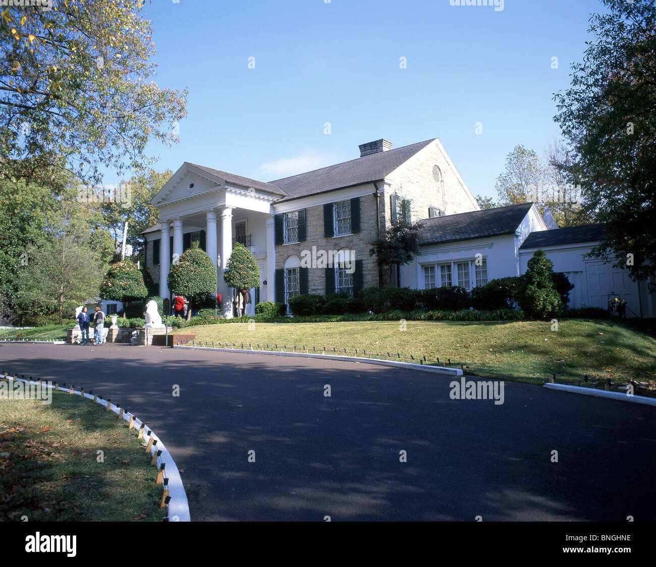 Graceland mansion elvis presley boulevard whitehaven for Graceland hotel memphis tn