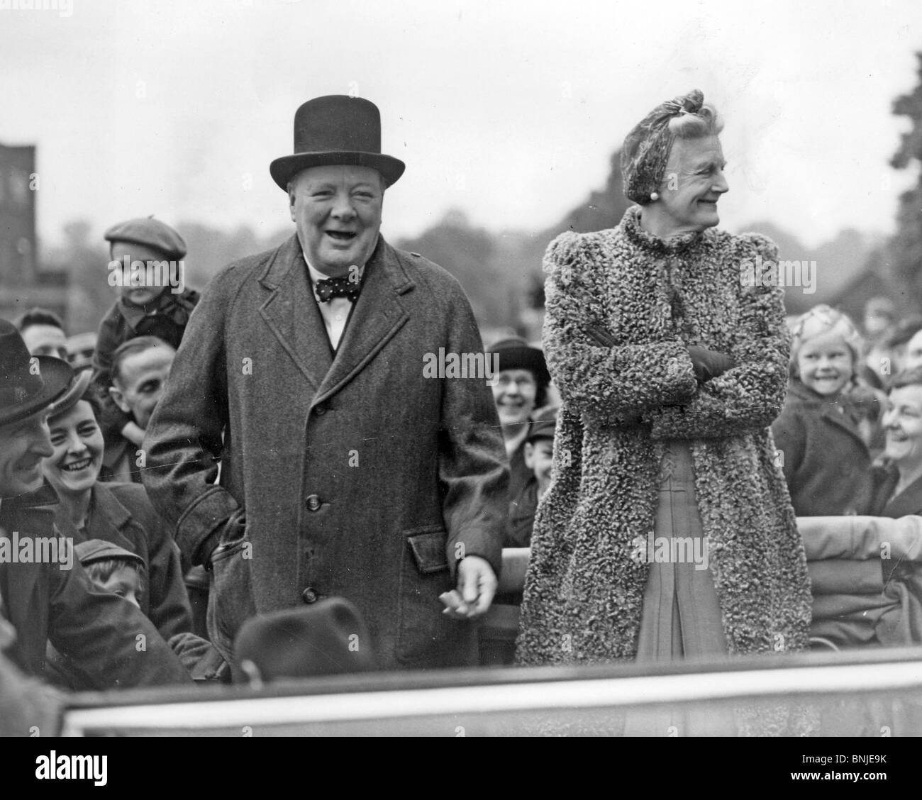 Churchill iron curtain speech cartoon - Winston Churchill Campaigning With Wife Clementine In The 1945 General Election In His Woodford Constituency