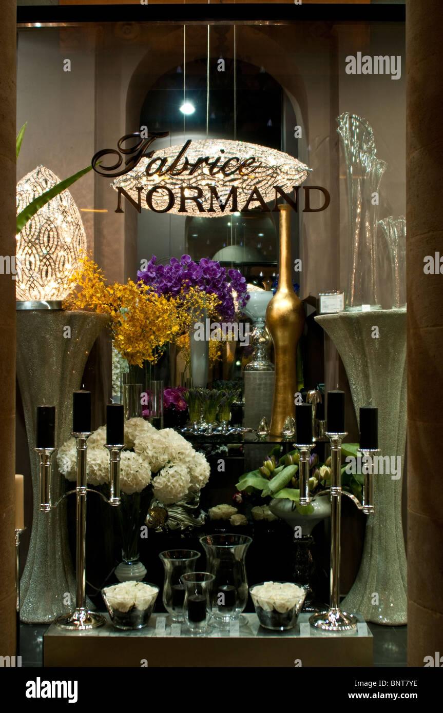 smart flower shop in a shopping arcade bordeaux france. Black Bedroom Furniture Sets. Home Design Ideas