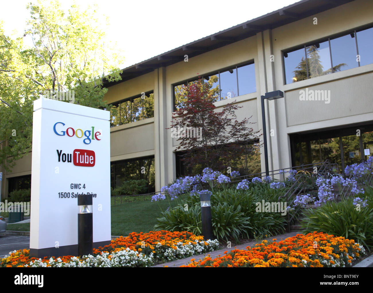 Youtube Offices google youtube sign logo offices 1500 salado mountain view