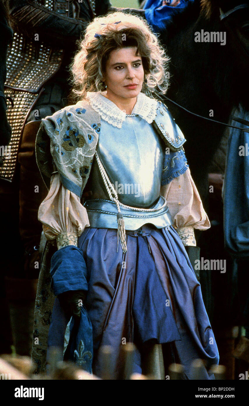 elizabeth 1998 movie Solarmovie - watch full hd 1080p elizabeth (1998) on solarmovieto this film details the ascension to the throne and the early reign of queen elizabeth the first, as played by cate blanchett the main focus is the endless attempts by her council to marry her off, the catholic hatred of her and her romance with lord robert dudley.