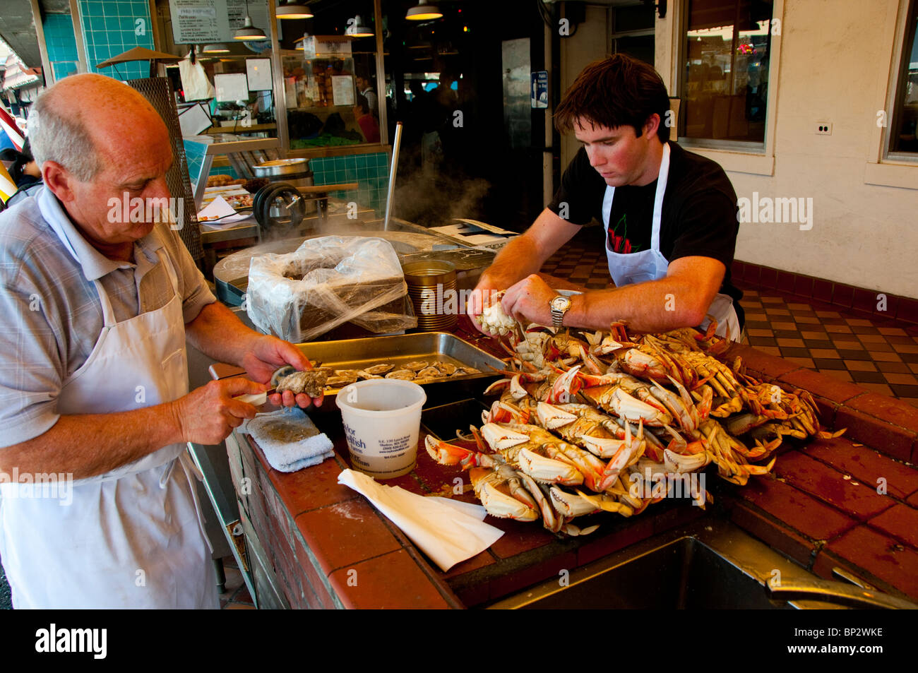 San francisco preparing dungeness crab at fisherman 39 s for Fishing store san francisco