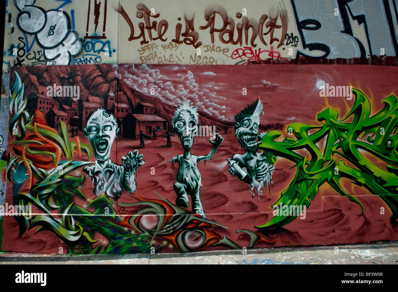 Graffiti wall painting - Paris France Painting Wall With Spray Paint Graffiti Graphic Art Street Art