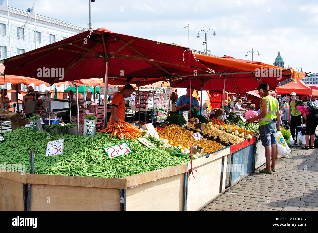 Fruit and vegetable stall, Outdoor market, Kauppatori ...