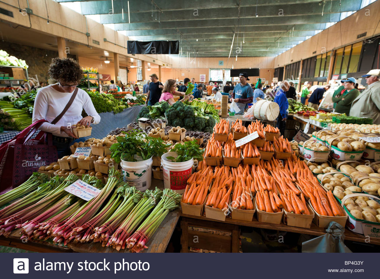 Farmers_market_in_the_Saint_Lawrence_Mar