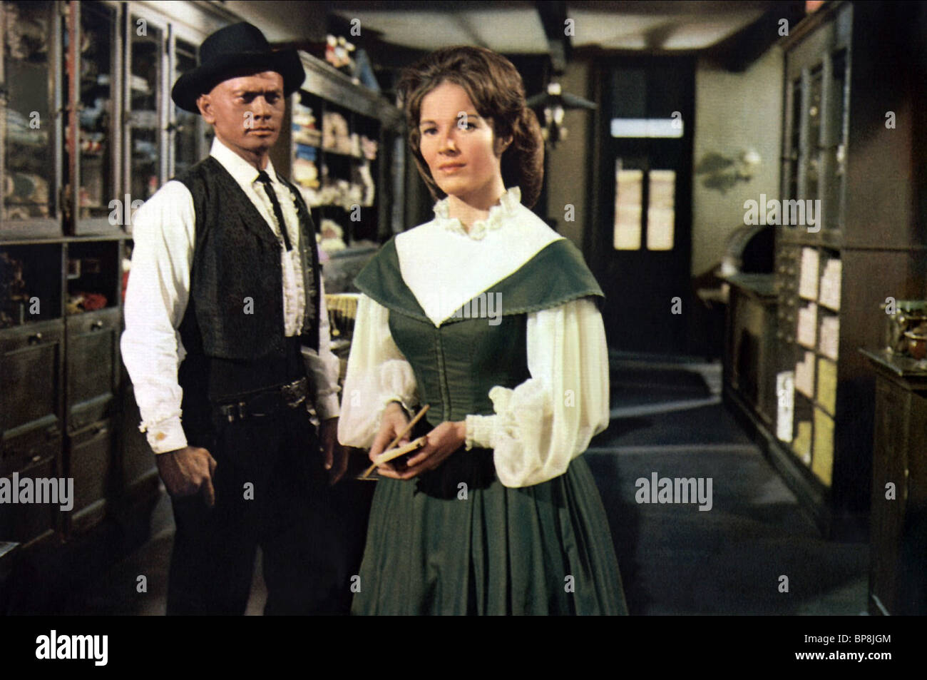 yul brynner janice rule invitation to a gunfighter 1964 BP8JGM yul brynner & janice rule invitation to a gunfighter (1964 stock,Invitation To A Gunfighter 1964