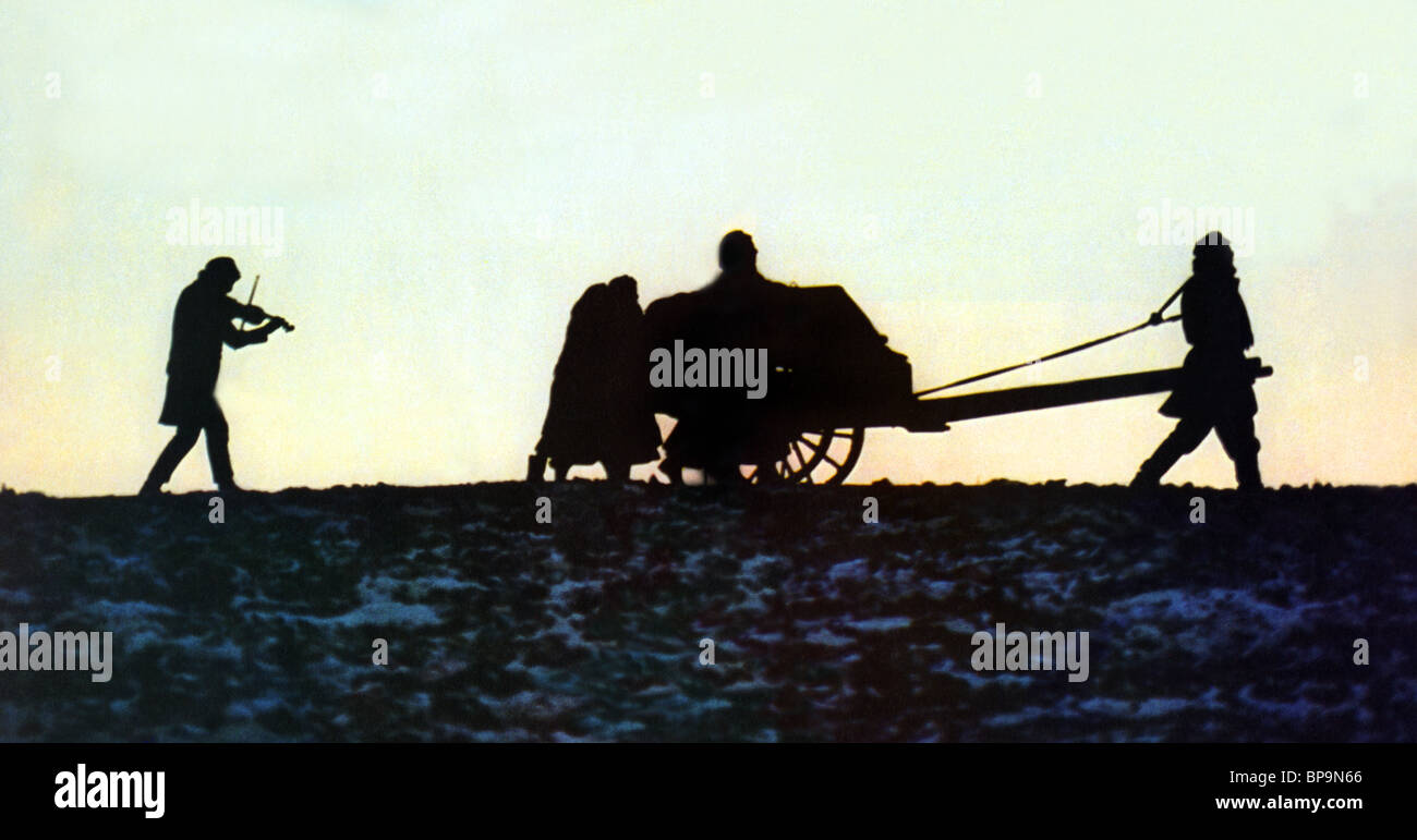 MOVIE SCENE SILHOUETTE FIDDLER ON THE ROOF (1971)   Stock Image