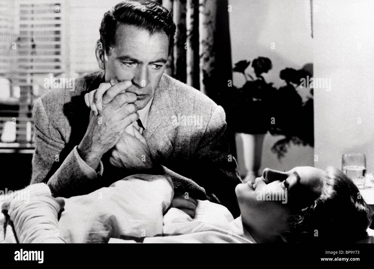 GARY COOPER & PATRICIA NEAL THE FOUNTAINHEAD (1949 Stock ...