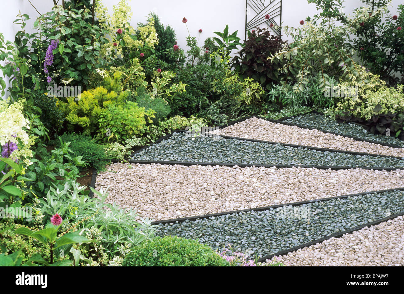 Pebble coloured gravel garden sandringham flower show for Garden design ideas cyprus