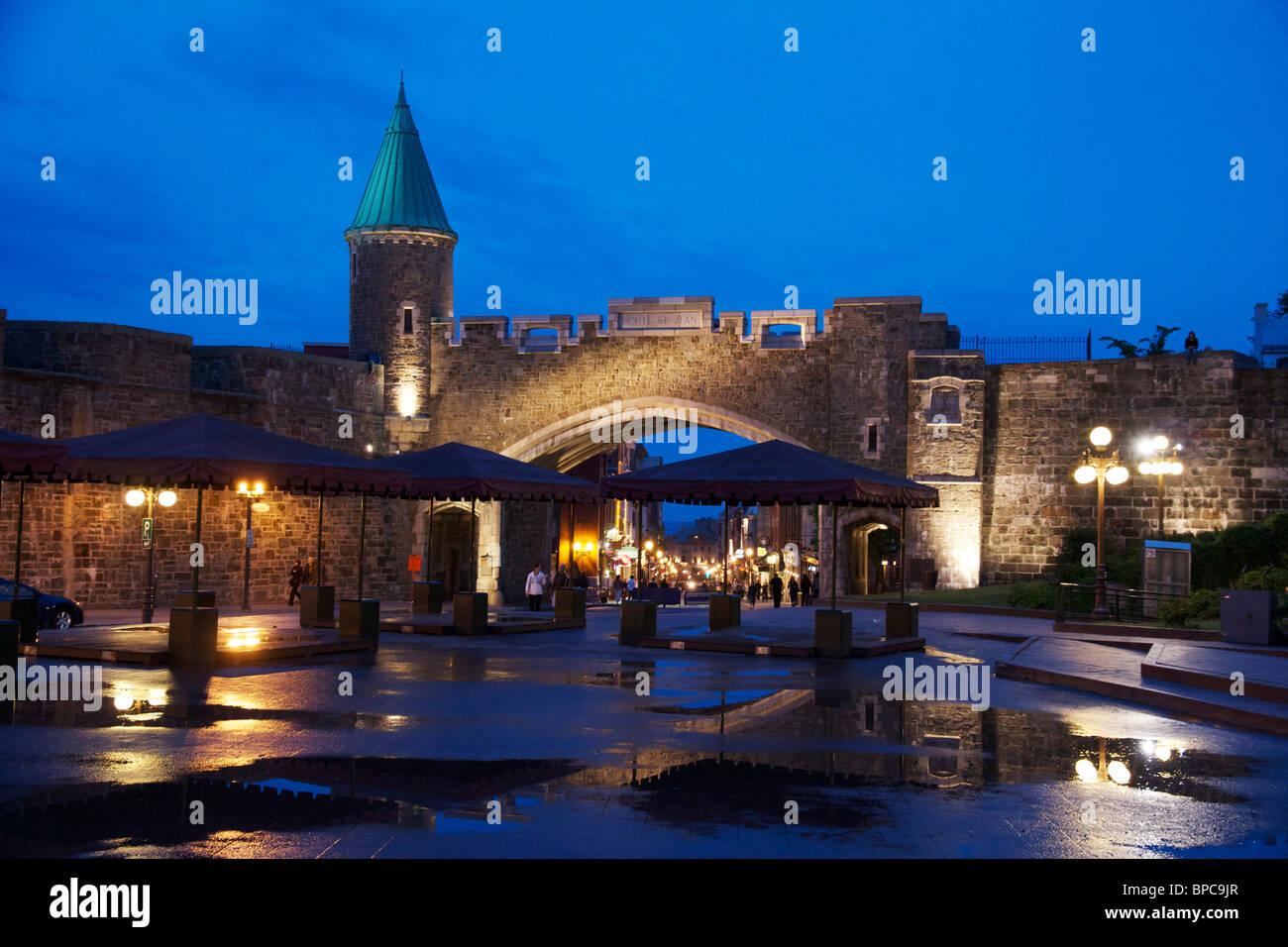 St john 39 s gate at night and place de y 39 ouville porte st for Porte quebec