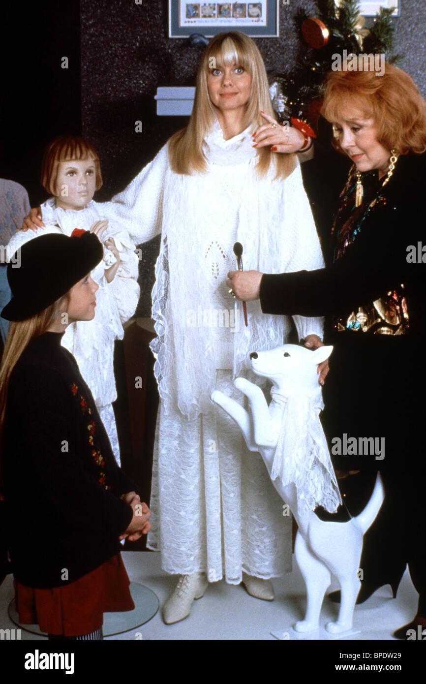 OLIVIA NEWTON-JOHN & DORIS ROBERTS A MOM FOR CHRISTMAS (1990 Stock ...