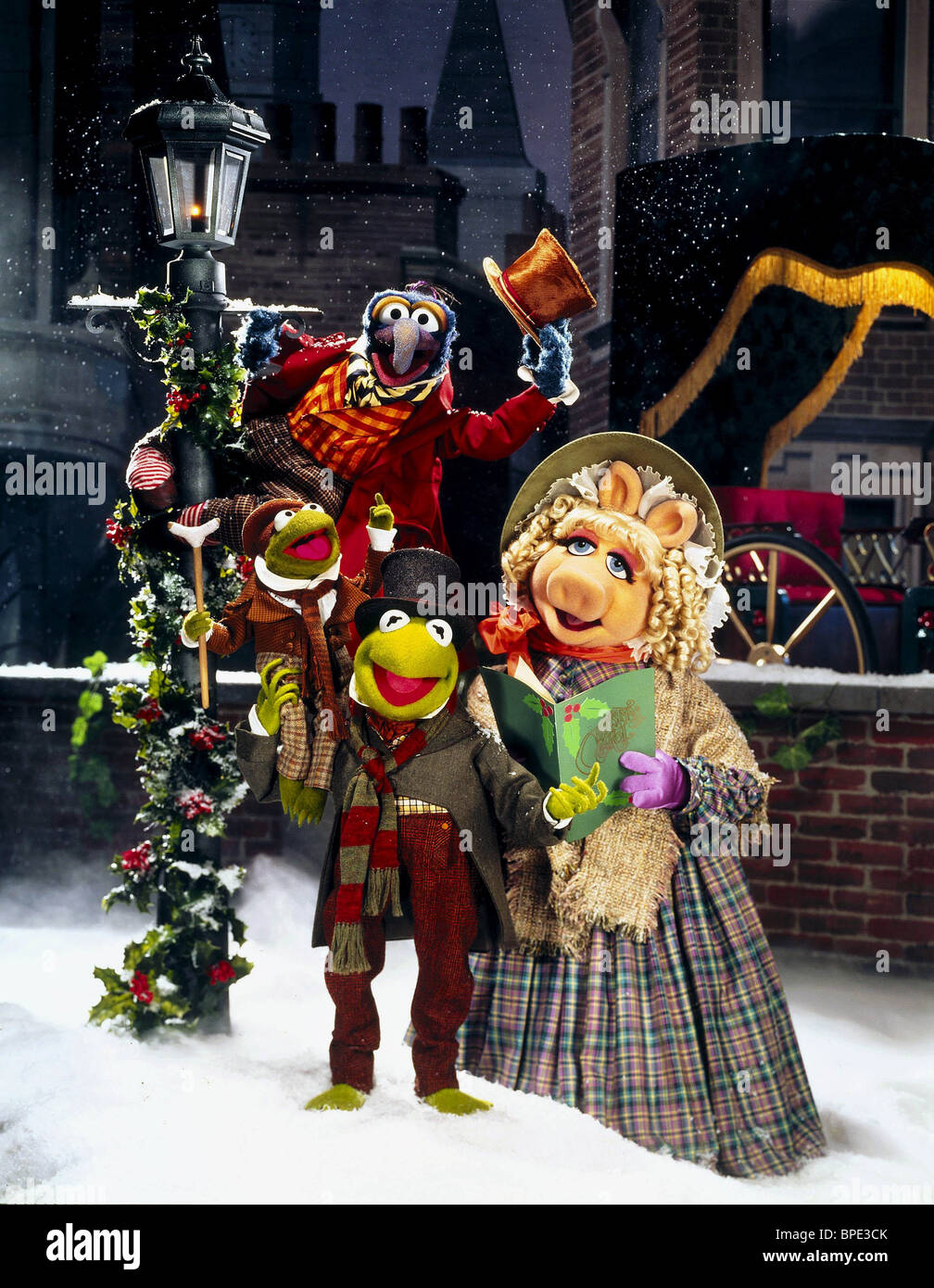 GONZO TINY TIM KERMIT THE FROG & MISS PIGGY THE MUPPET CHRISTMAS Stock Photo, Royalty Free Image ...