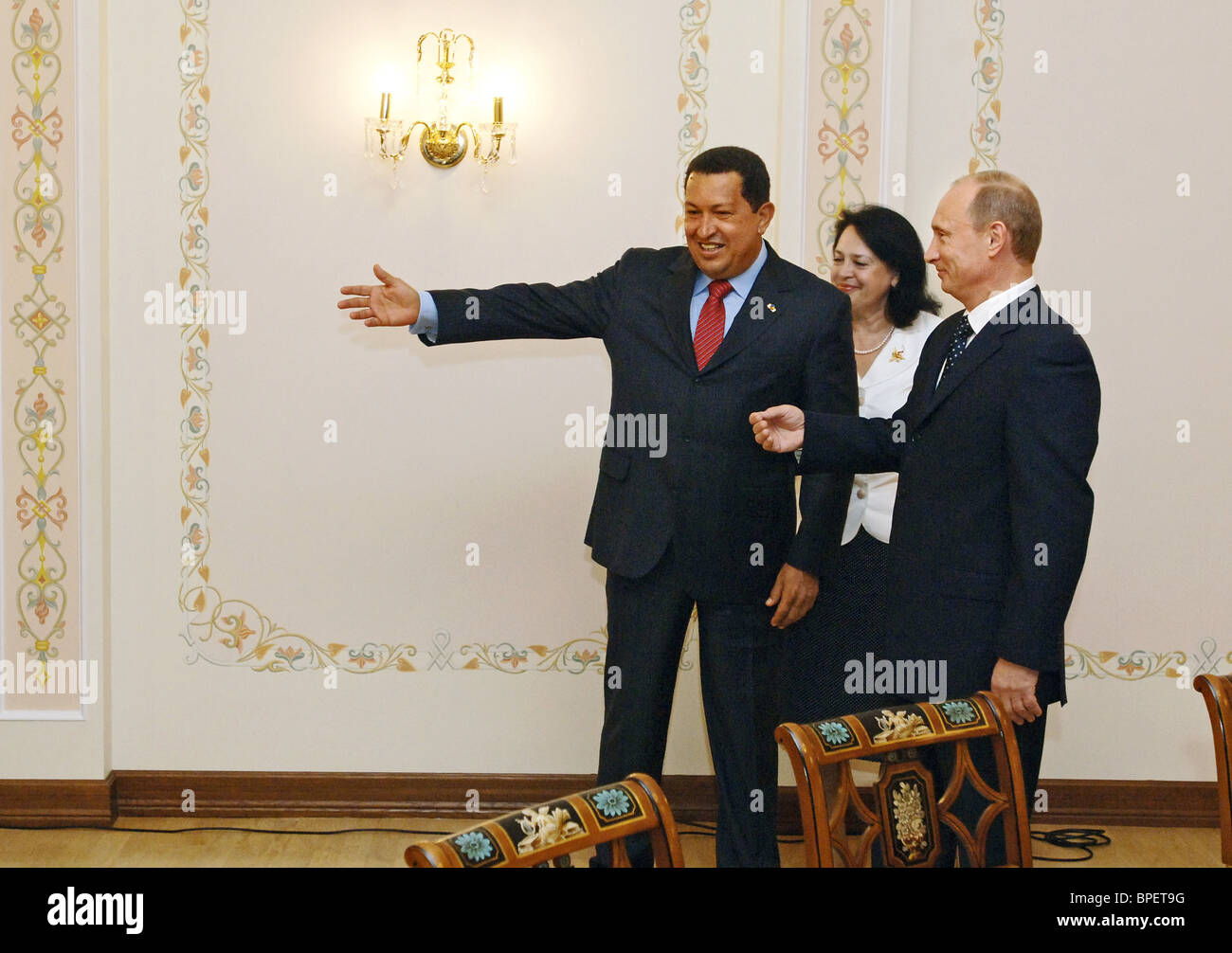 Russian prime minister vladimir putin meets venezuelas president russian prime minister vladimir putin meets venezuelas president hugo chavez kristyandbryce Images